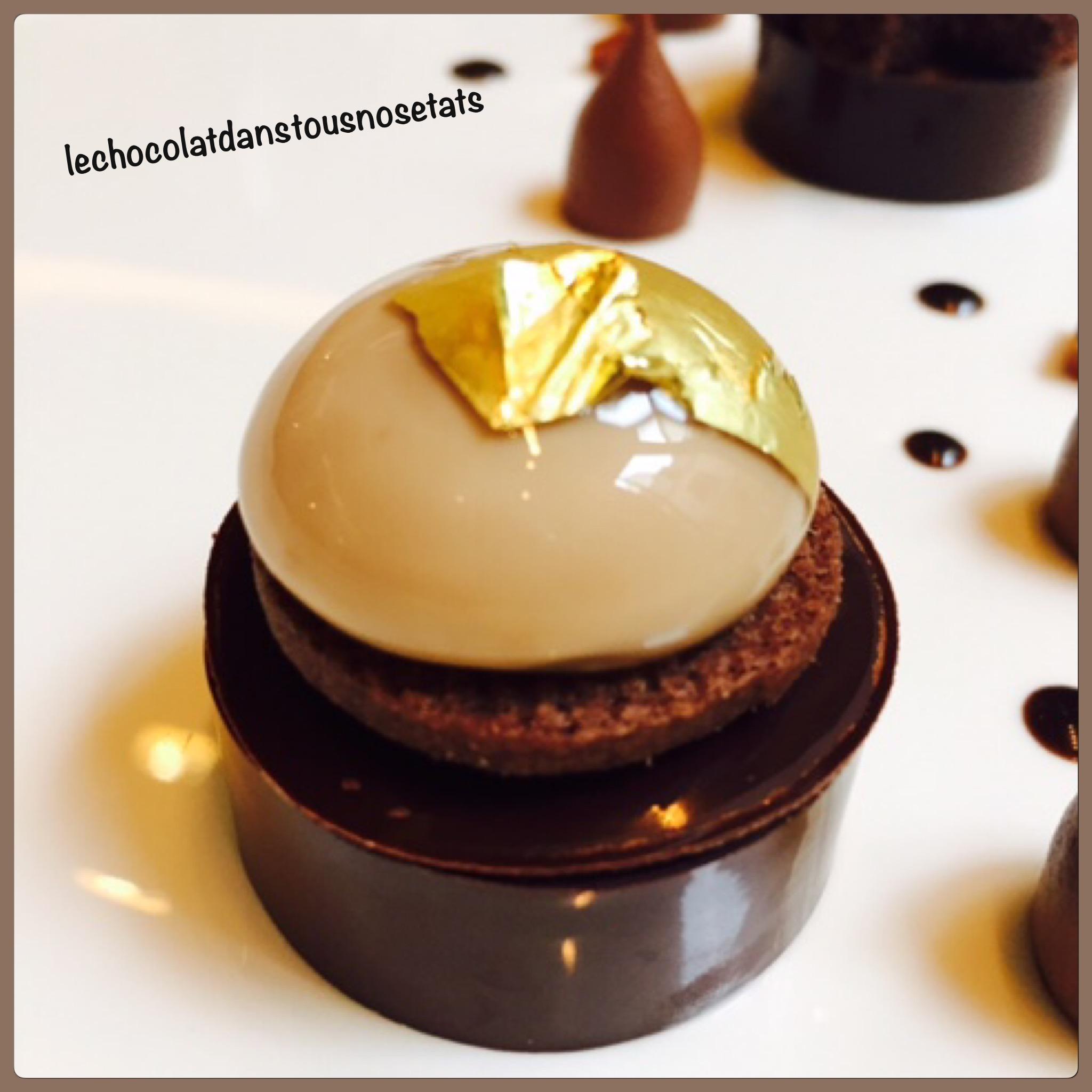 Le chocolat Guanaja en crémeux, sphère caramel à la fleur de sel, biscuit cacao, Julien Chamblas, le Baudelaire, Le Burgundy, Paris