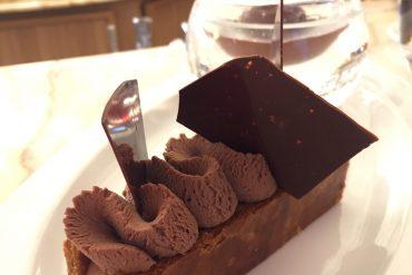 Goûter-infiniment-chocolat-assortiment-de-desserts-au-chocolat-pierre-herme