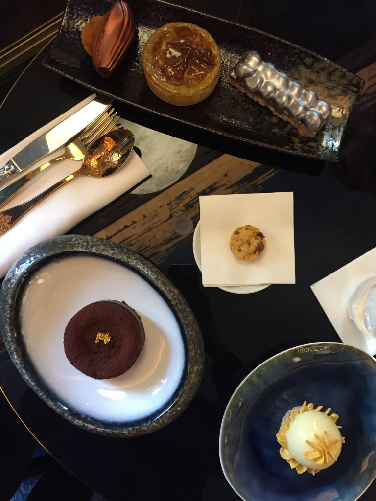 Goûter-hôtel-du-collectionneur-paris-gâteau-desserts-madeleine