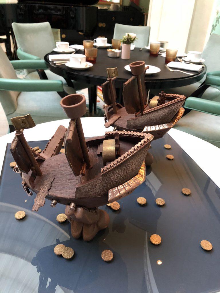 Pâques-2019-michael-bartocetti-shangrila-paris-chocolat-bateau-création