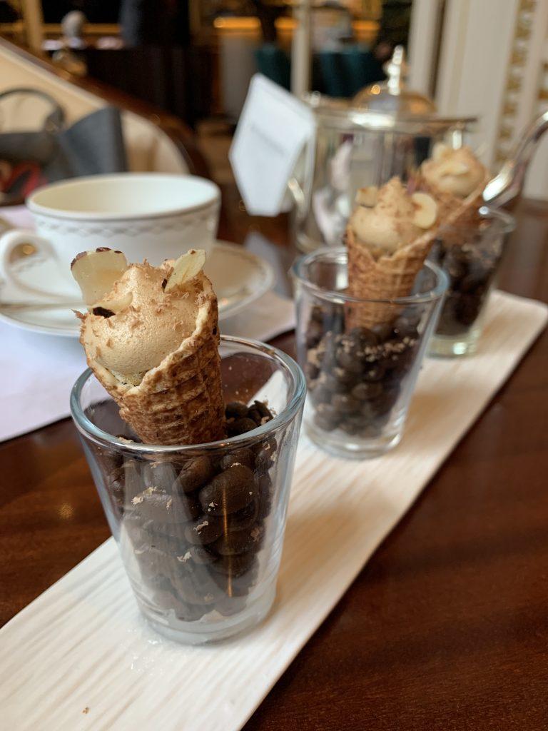 Le cône café praliné, tea-time, Le Peninsula